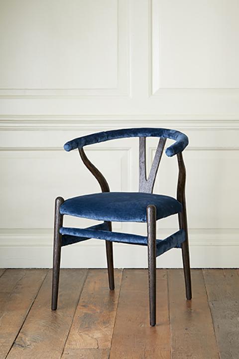 Julian-Chichester_Chicken-Single-Chair_Lifestyle