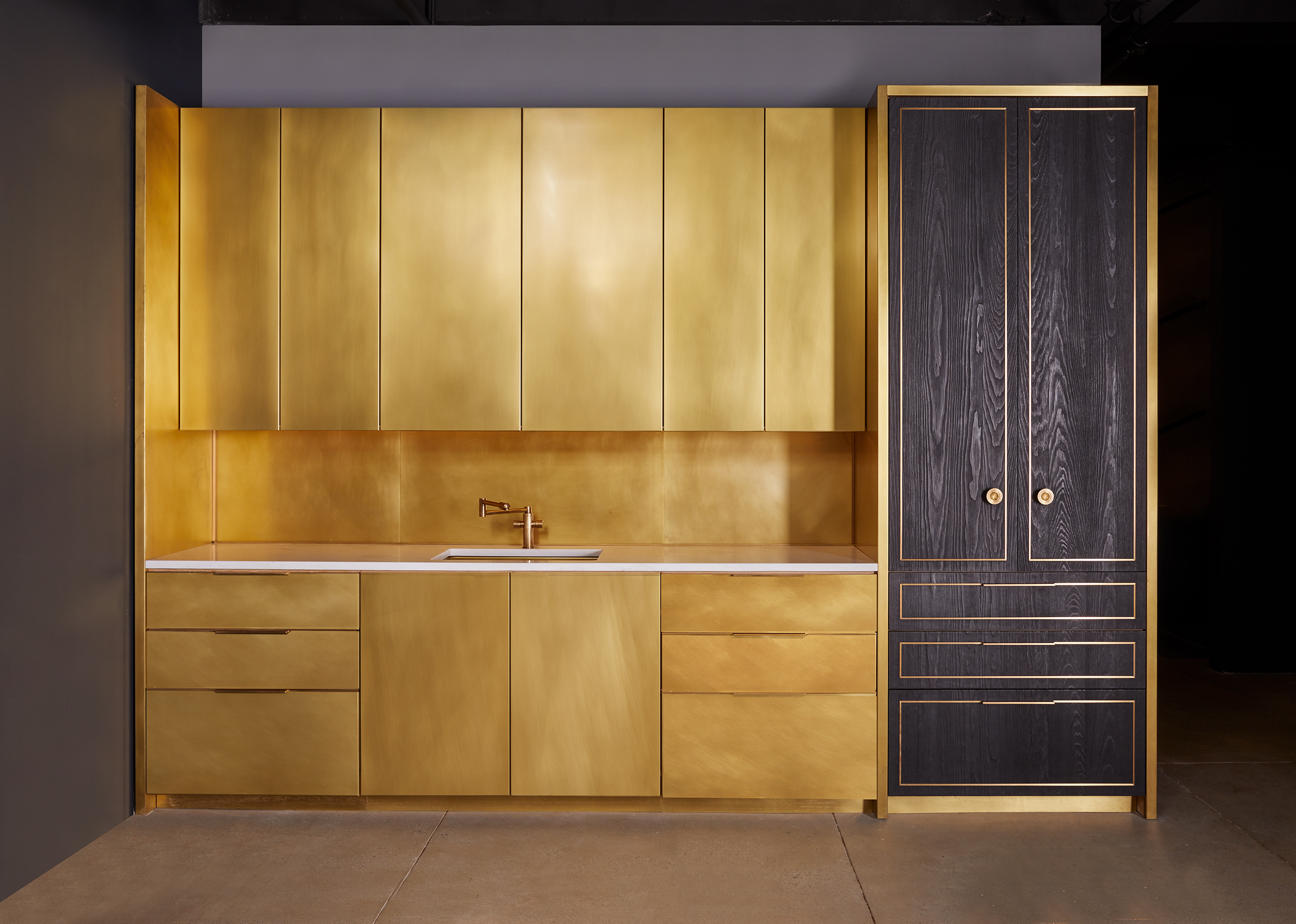 amuneal_products_WNWN_NYDC_2Brass-Kitchen-Char-Pantry-amuneal_nycshowroom_sept19_4449