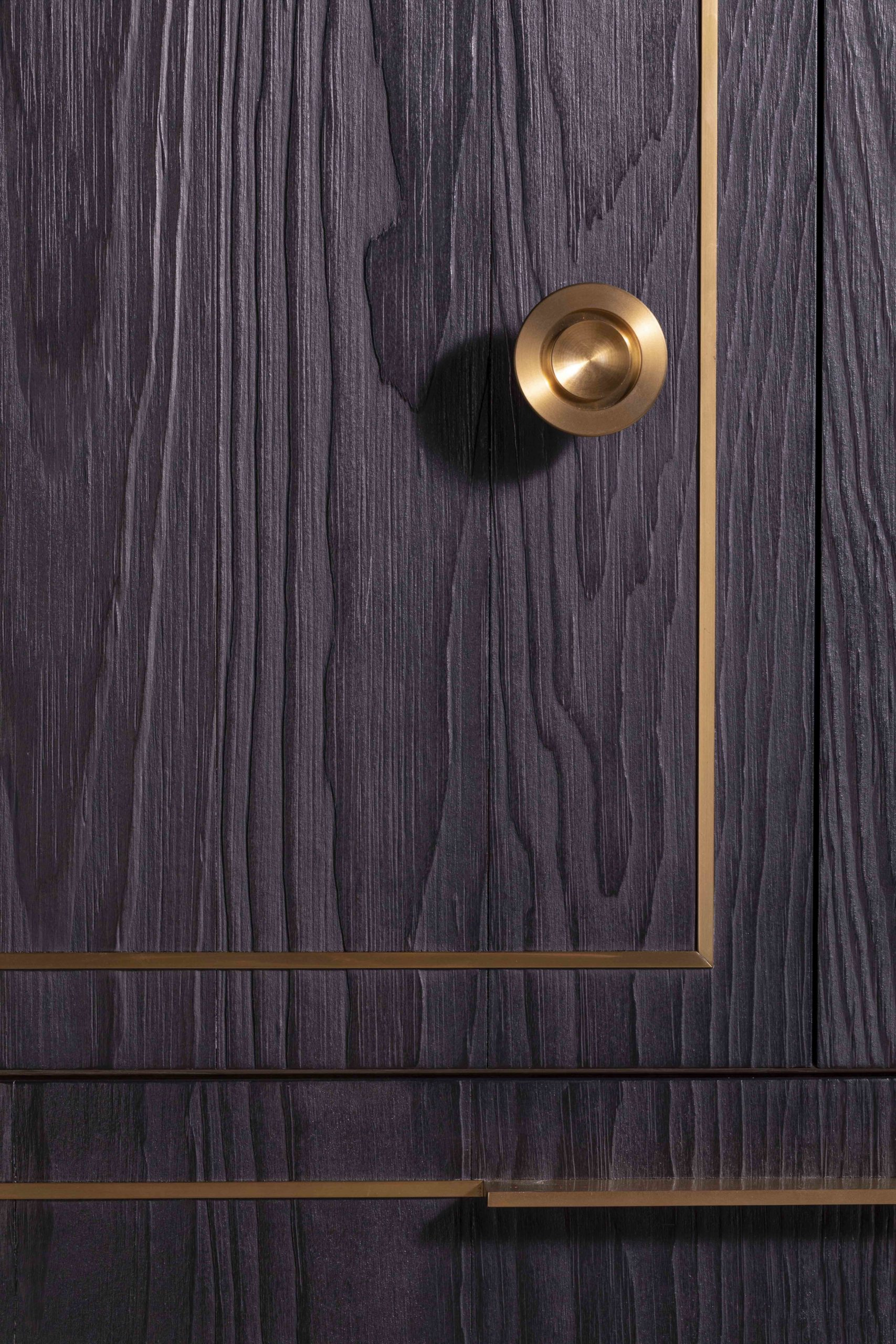 amuneal_products_WNWN_NYDC_3NYC-2019-Brass-Kitchen-Charred-pine-pantry-door-detail-6-nycsshowroom_nov19_0099-scaled-1