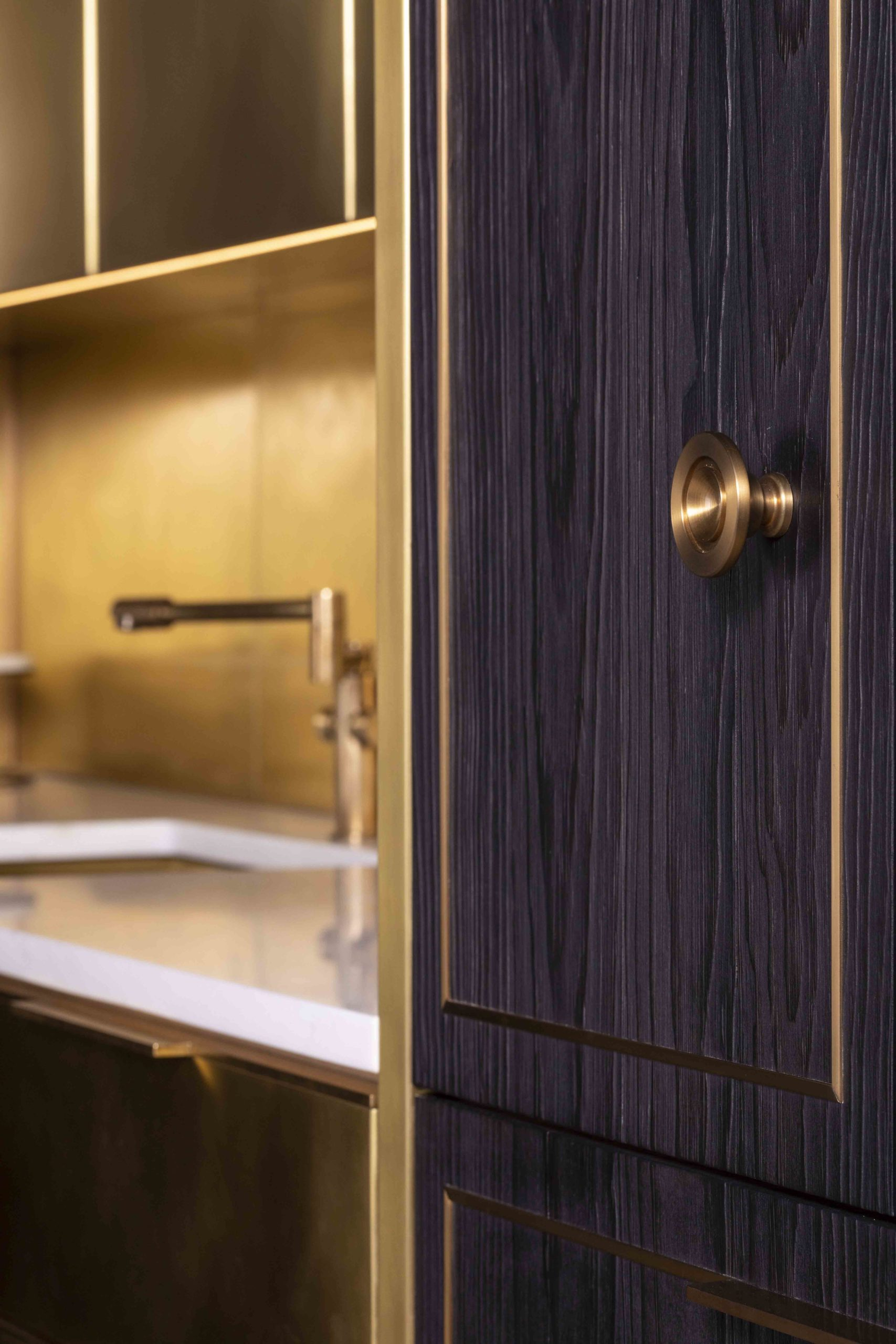 amuneal_products_WNWN_NYDC_4NYC-2019-Brass-Kitchen-Charred-pine-pantry-door-detail-5-nycsshowroom_nov19_0109-scaled-1
