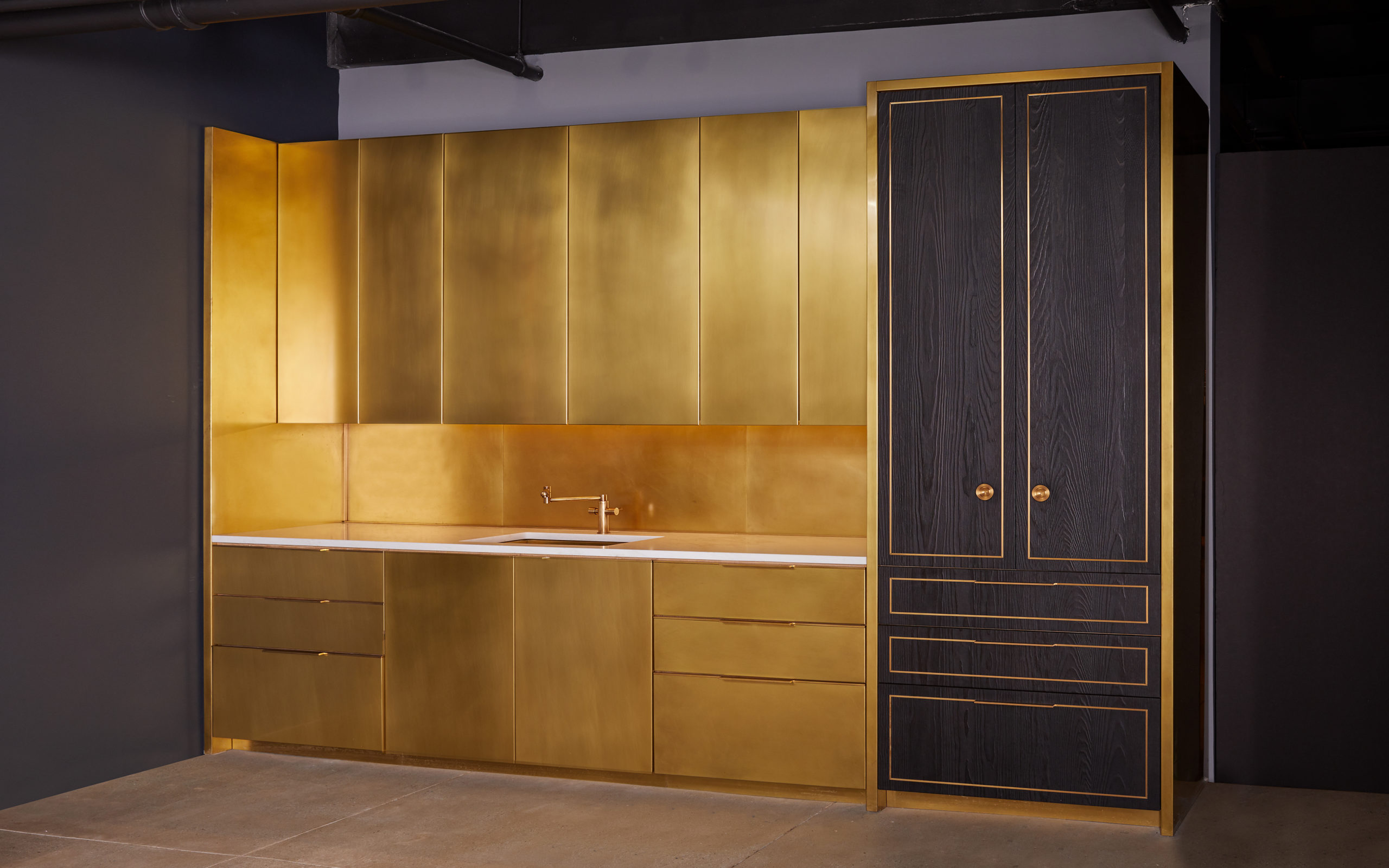 amuneal_products_WNWN_NYDC_5Brass-Kitchen-Char-Pantry-amuneal_nycshowroom_sept19_4455-scaled-1