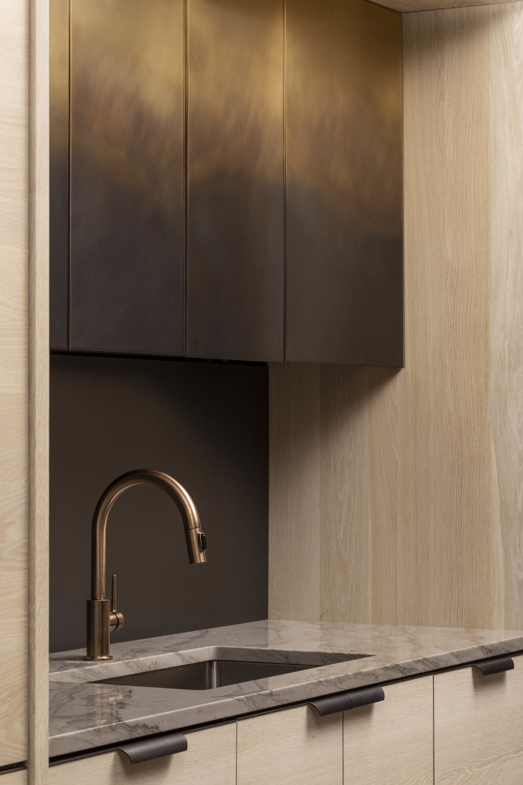 amuneal_products_WNWN_NYDC_nyc-showroom_2NYC-2019-Ombre-functional-kitchen-drawer-detail-more-mottled-nycsshowroom-scaled-1