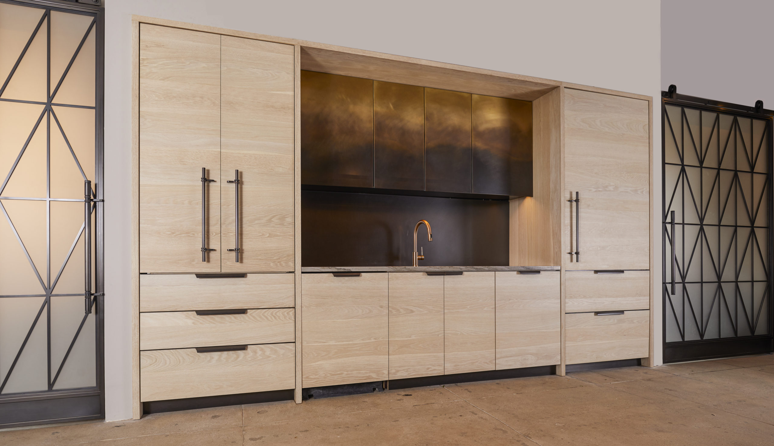 amuneal_products_WNWN_NYDC_nyc-showroom_3ombre-kitchen-nydc-200lex-scaled-1