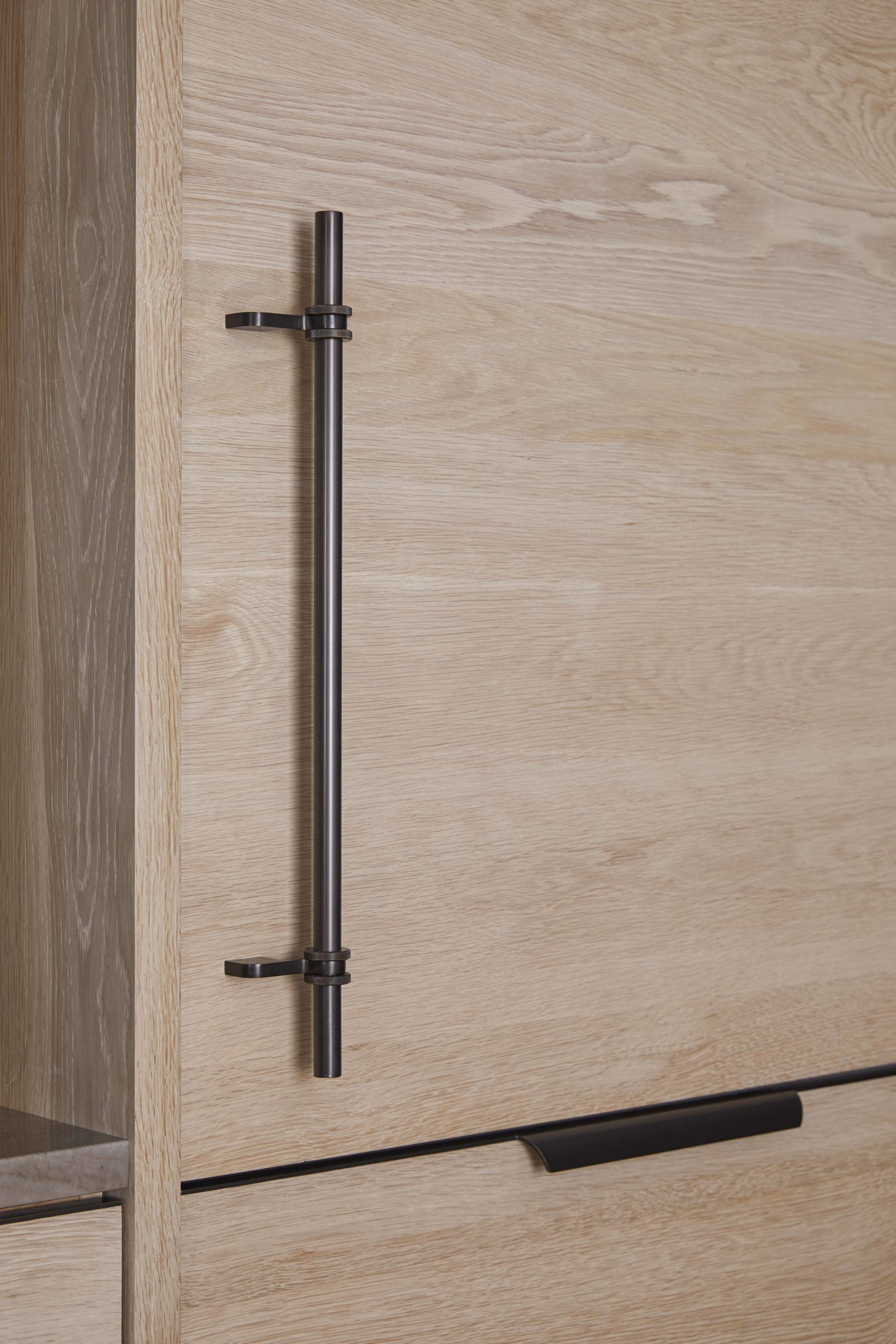 amuneal_products_WNWN_NYDC_nyc-showroom_4Bleached-Oak-Functional-Kitchen-with-Ombre-Upper-Cabinetry-detail-scaled-1