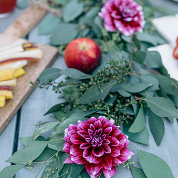 200 Lex_Summer Entertaining_B Floral Dahlias